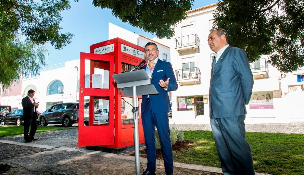 "Former telephone booth gives way to ""Reading Cabin"" in Beja - Jornal diariOnline Região Sul"