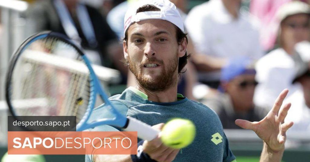 João Sousa eliminated by Djokovic in the second round of the Masters 1000 of Paris