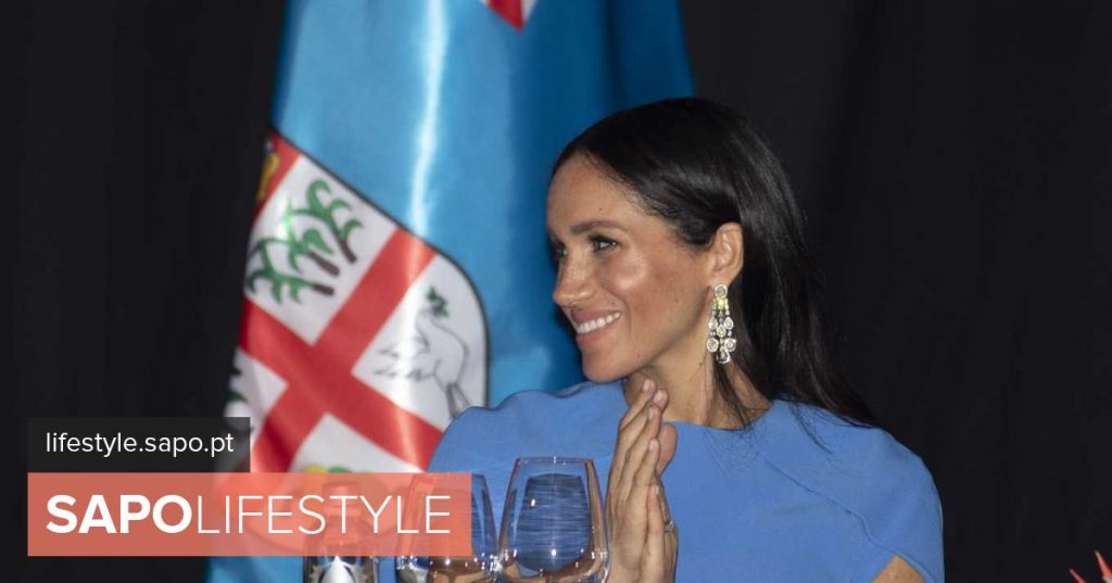 Meghan Markle's belly gives the air of her grace in long blue dress
