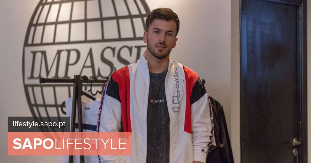 """David Carreira serves clients """"behind the counter"""" in lingerie store"""