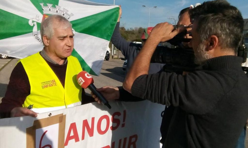 """Via do Infante User Committee protests with """"yellow vests"""" on Saturday - Jornal diariOnline Região Sul"""