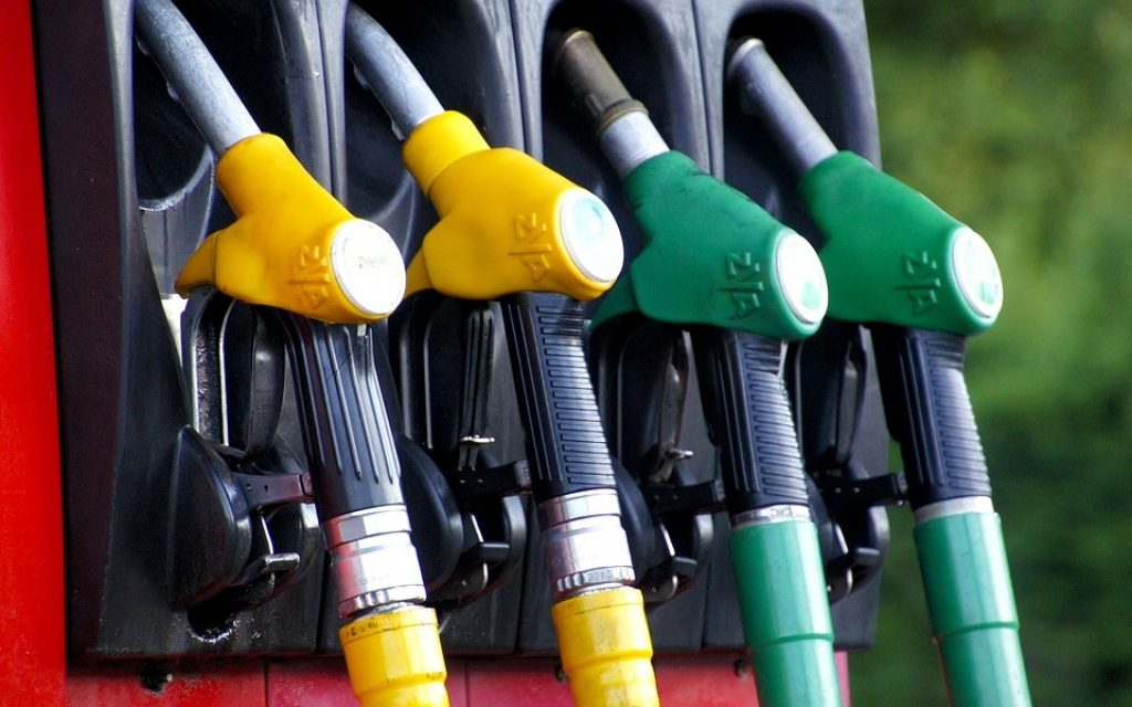 Fuels rise again. Gasoline increases by 9th week - The Jornal Econômico