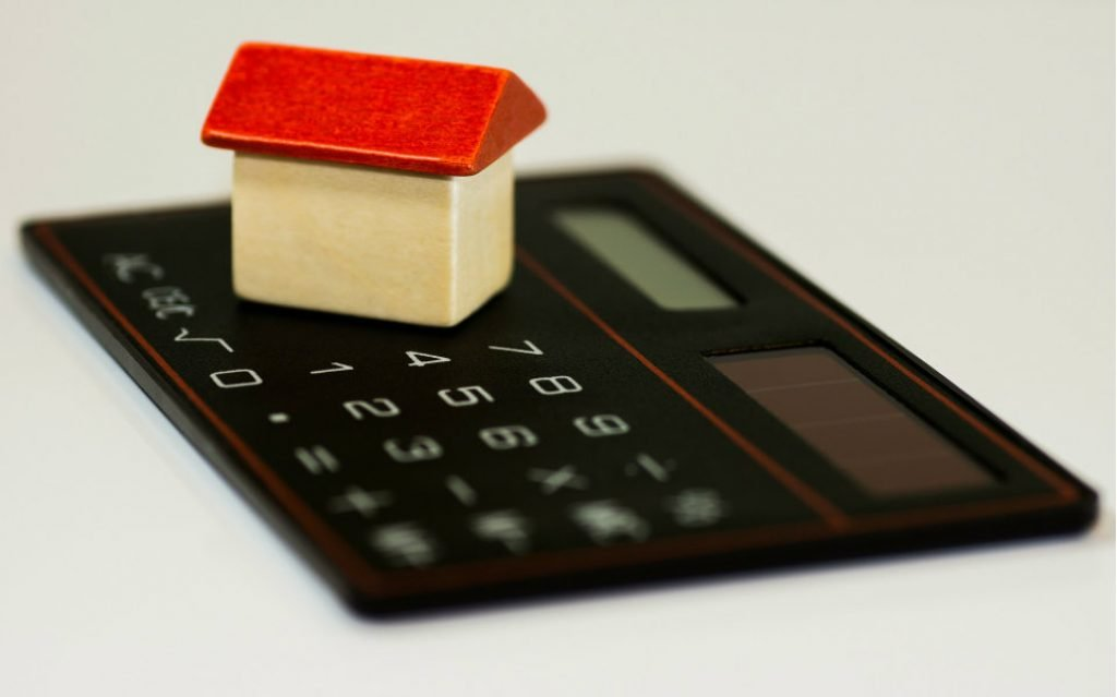 What are the interest rates on credit housing? - The Economic Journal