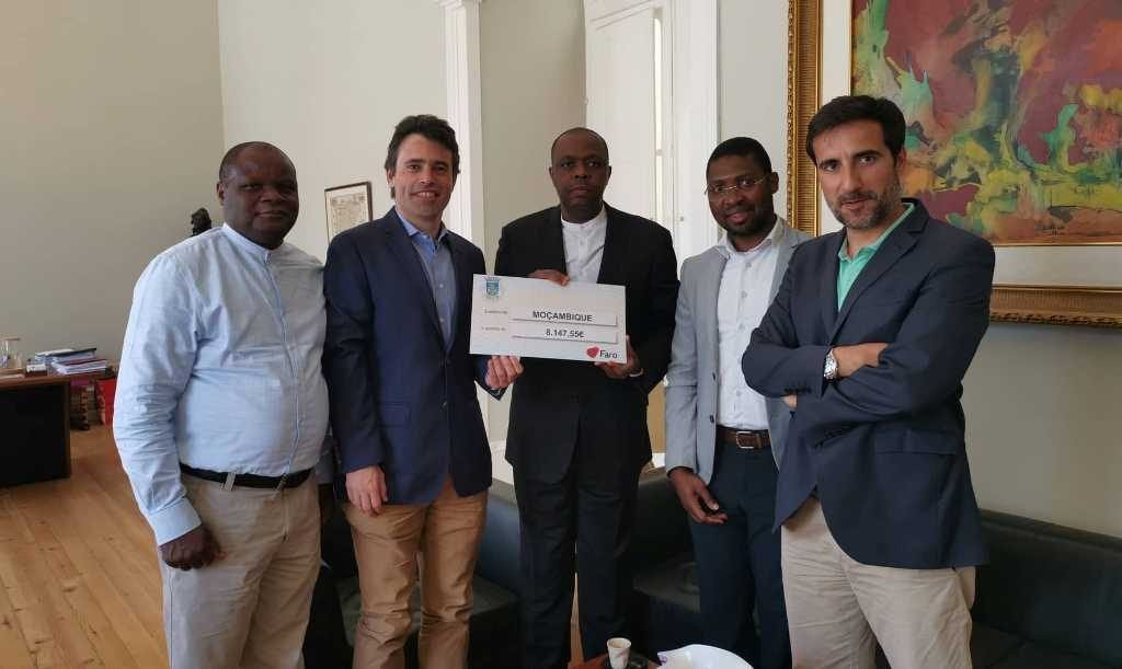 Faro Chamber delivers funds to support Mozambicans affected by cyclone Idai - Jornal diariOnline Região Sul