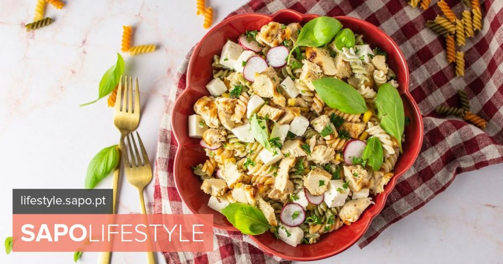 Colorful salad with pasta and chicken