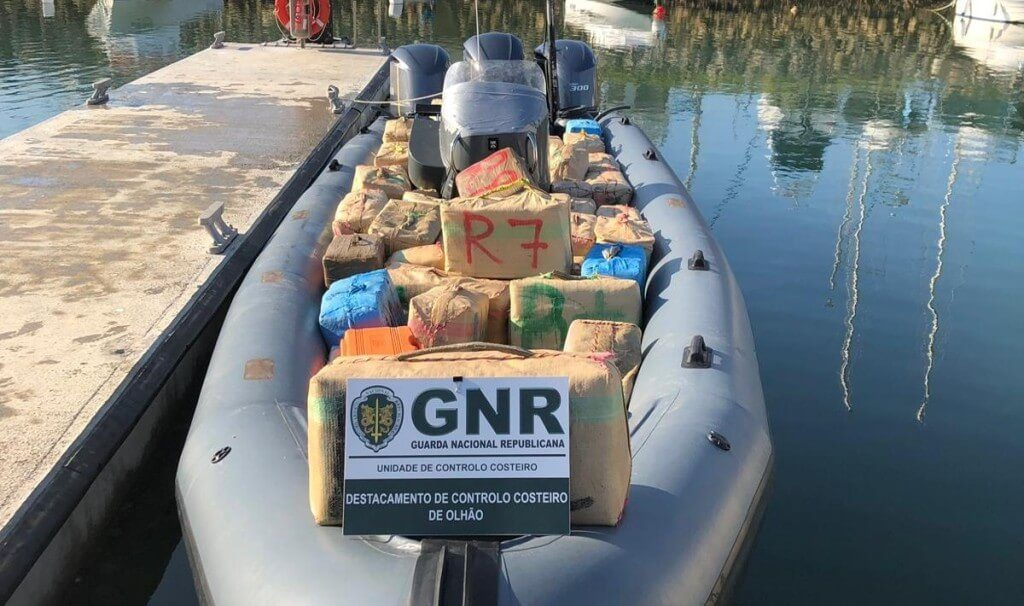 GNR intercepts fastboat with 2.8 tons of hashish in the Guadiana river - Jornal diariOnline Região Sul