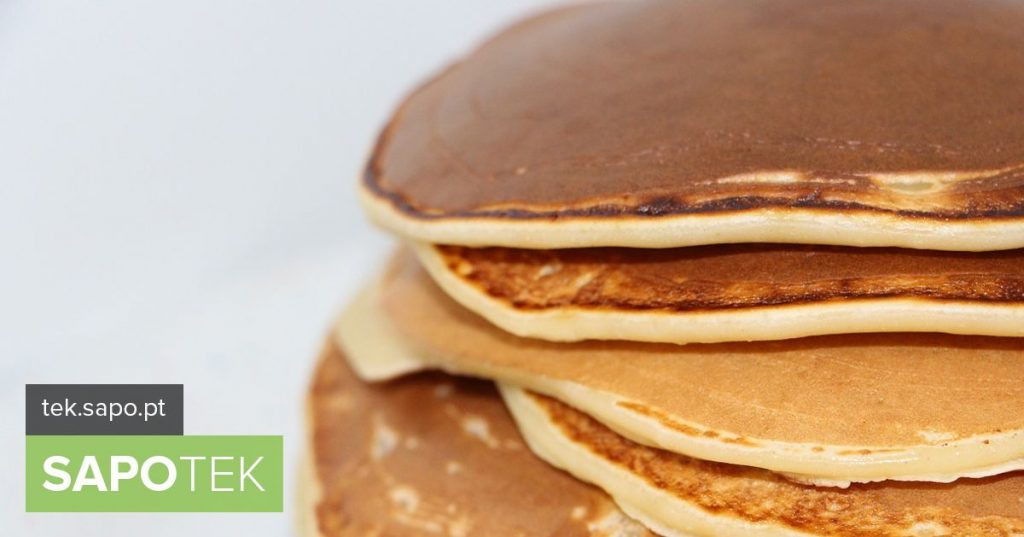 How skillful is turning pancakes with the frying pan? Apps