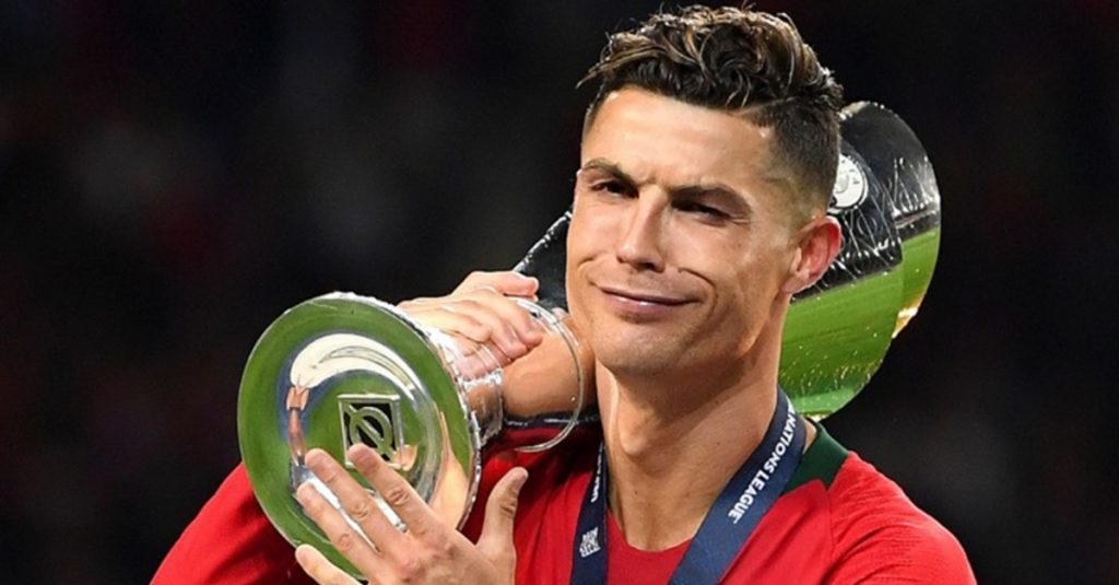 Cristiano Ronaldo in 2nd place in the list of the highest paid sportsmen in the world