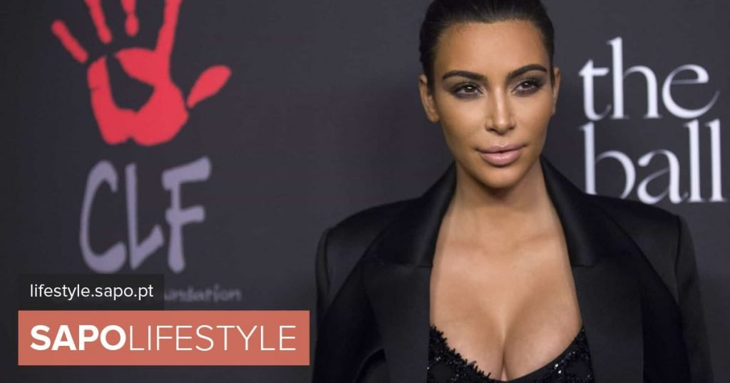 Kim Kardashian with bold style (and no bra) at lunch with her sister - Actuality