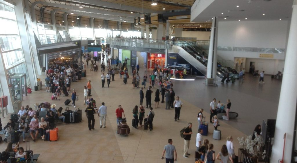 Government asks ANA for explanations about controversial campaign at Faro Airport - Jornal diariOnline Southern Region
