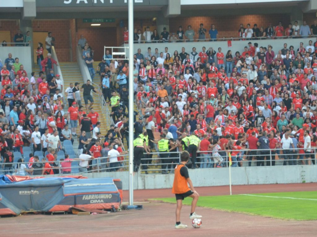 One detainee and four identified by incidents in the game Académica-Benfica