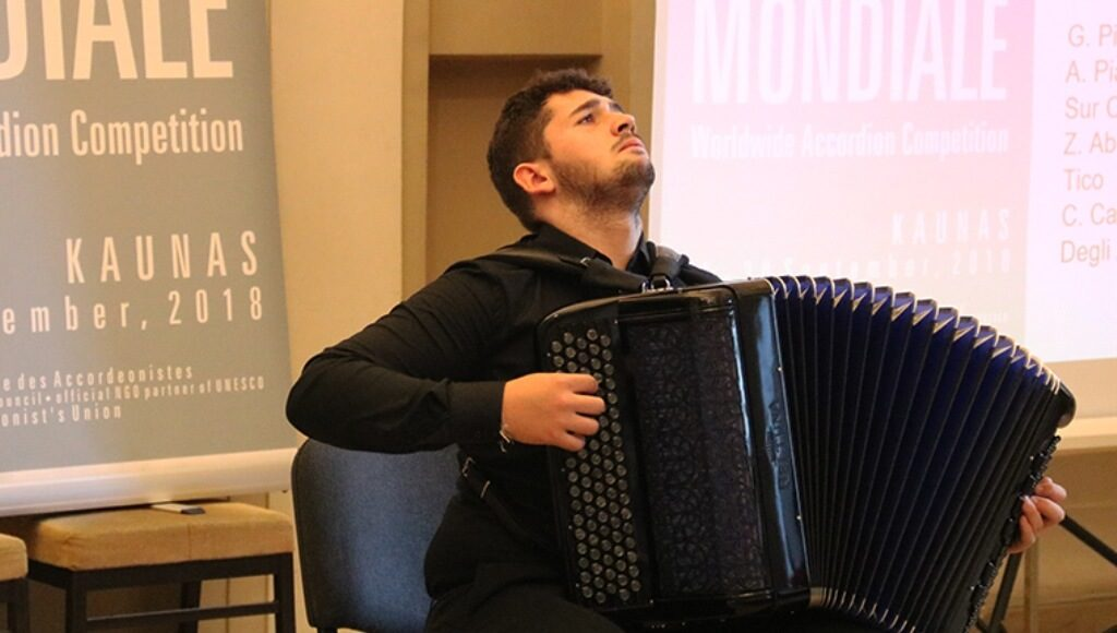 Algarve accordionist represents Portugal in China - Jornal diariOnline Southern Region