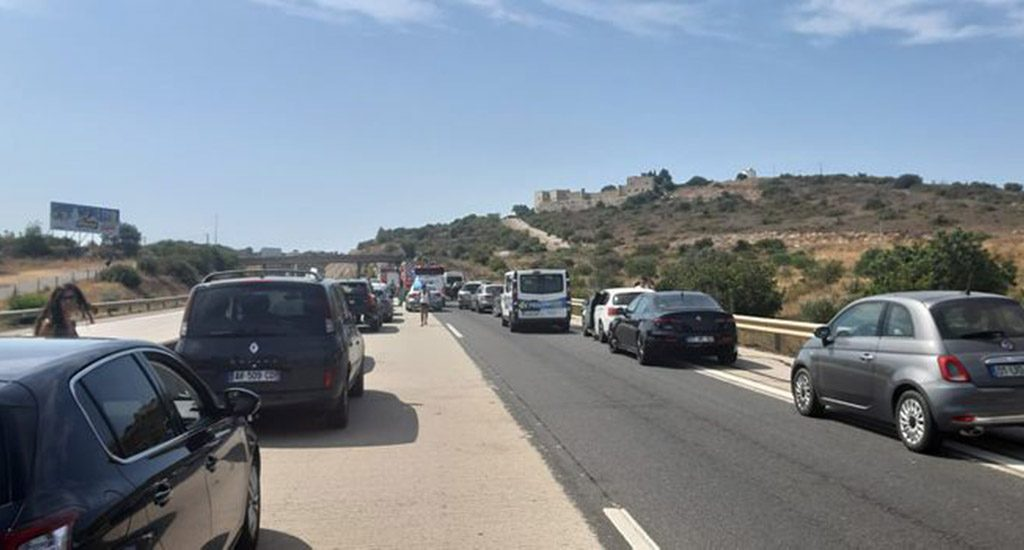 Two heavy truck accident cuts traffic on A22 towards Faro / Portimão - Jornal diariOnline Southern Region