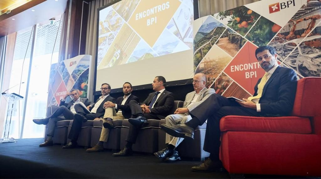 Over 100 Algarvian entrepreneurs debate sustainable tourism challenges - Jornal diariOnline Southern Region