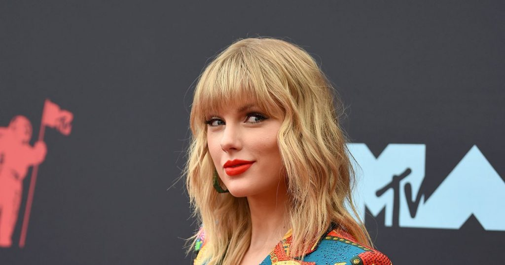Unusual: man broke into Taylor Swift's house ... but took off shoes to be polite - Showbiz