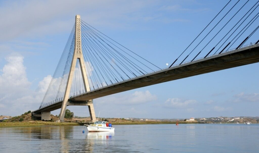 Castro Marim defends suspension of tolls on A22 while works on Ponte do Guadiana - Jornal diariOnline Southern Region