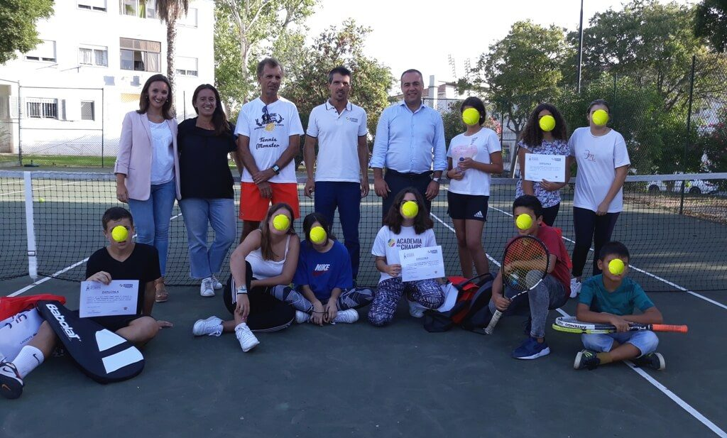 Champs Academy youth receive merit awards in Faro - Jornal diariOnline Southern Region