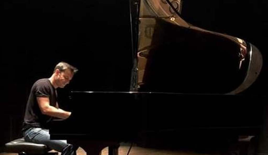 Algarve pianist Fernando Pessanha launches new music video - Jornal diariOnline Southern Region. Your news portal Algarve and Alentejo Portugal