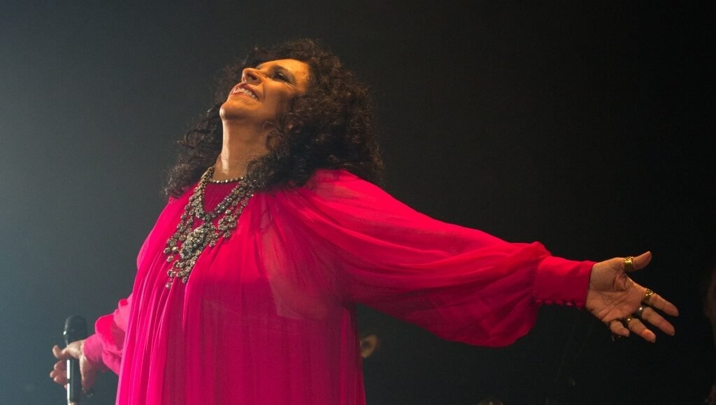 Gal Costa's tour goes through Faro in April 2020 - Jornal diariOnline Southern Region. Your news portal Algarve and Alentejo Portugal