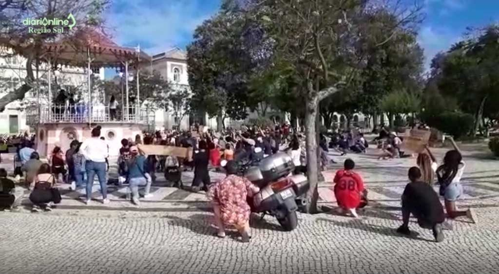 Hundreds of people demonstrated in Faro against racism