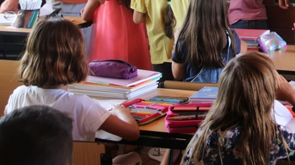 Vila do Bispo City Council assigns notebooks to 1st cycle students