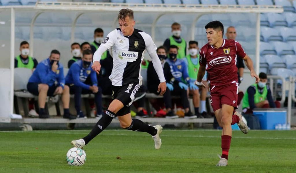 Farense ties with Famalicão in game with half a dozen goals