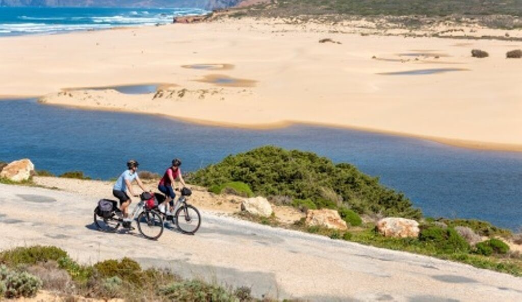 Turismo do Algarve launches publication for cyclists with 20 new routes