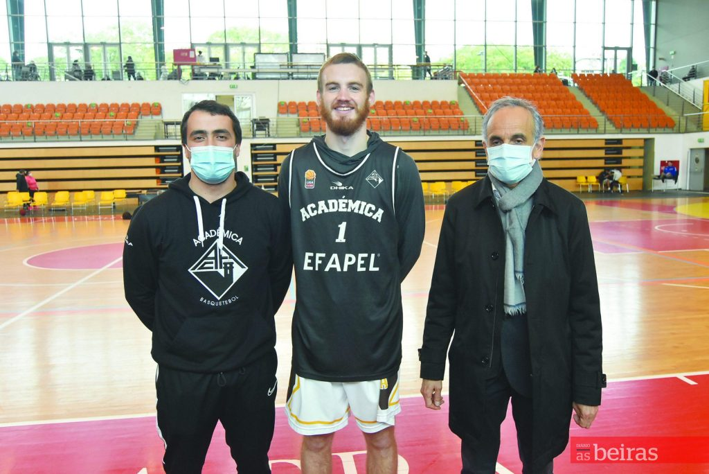 Diário As Beiras - Joe Laravie Base arrives to help Académica in the fight for the playoff