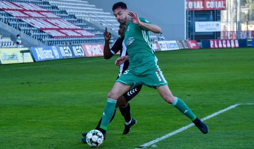 Farense in numerical inferiority holds null in Famalicão